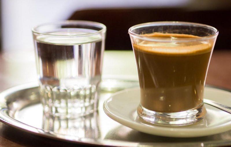 Caffè, lunga vita a chi lo beve: anche decaffeinato rende più longevi