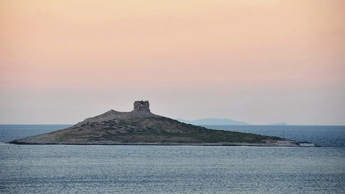 Isola in provincia di Palermo in vendita