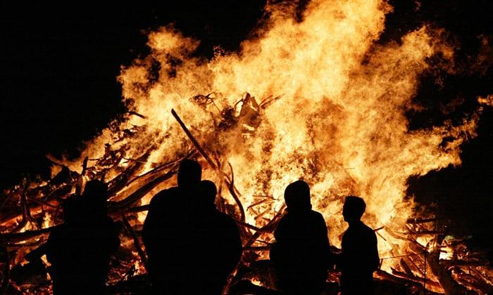 Ognissanti e halloween cosa hanno in comune e quali sono - Due caratteri diversi prendon fuoco facilmente ...