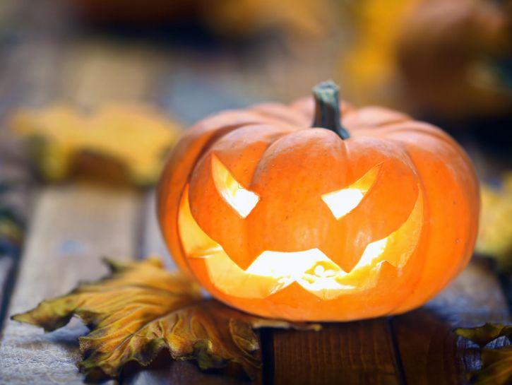 Zucche Di Halloween Terrificanti.Halloween 2017 Come Fare 2 Facili Dolci Con La Zucca Ultimora News