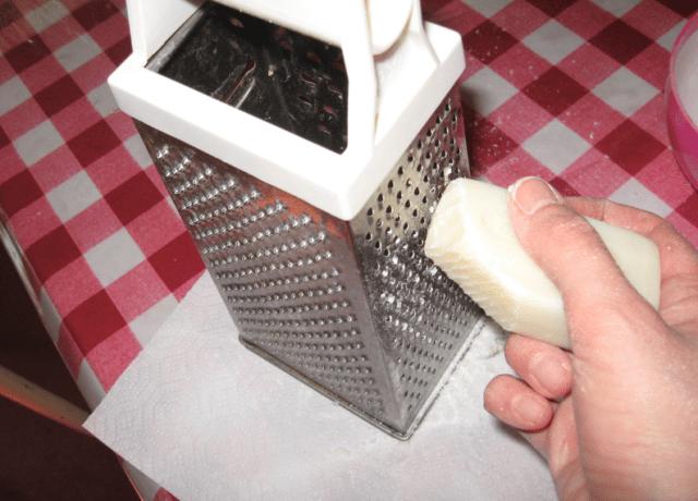 Come fare il sapone in casa ricette con ingredienti naturali - Come fare i detersivi in casa ...
