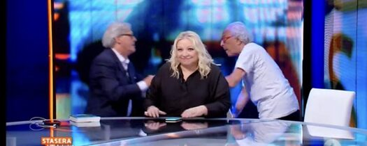 Rissa in TV tra Sgarbi e Mughini, interviene il conduttore per separarli (VIDEO)