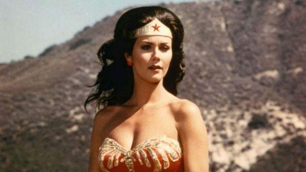 Wonder Woman molestata: anche Lynda Carter aderisce a #MeToo