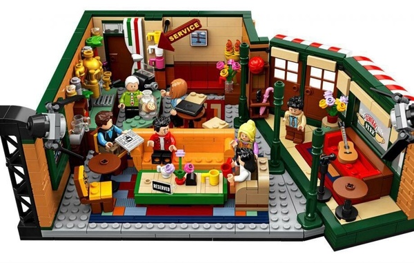In occasione del 25 esimo anniversario Friends si trasforma in un set di lego