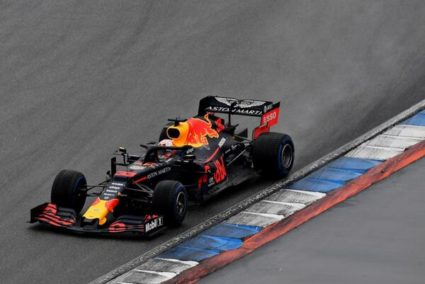 Verstappen vince un incredibile GP di Germania. A podio anche Vettel e Kvyat. Fuori dalla top ten le Mercedes